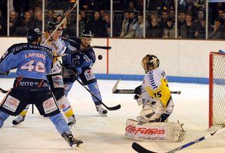 Finale: Rouen (blanc et jaune) contre Angers (bleu)